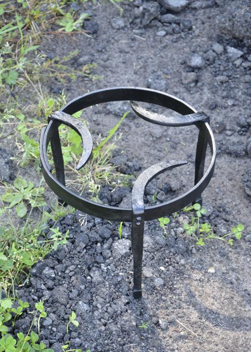 Bild Nr. 3 Mittelalterliches Dreibein Pfannenrost geschmiedet