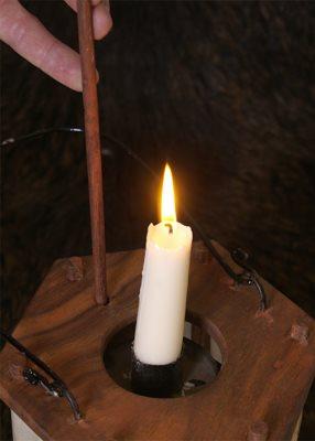 Bild Nr. 2 Mittelalterliche Laterne aus Holz mit Rohhaut