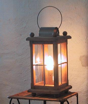 Info Holzlaternen mit elektrischer Beleuchtung