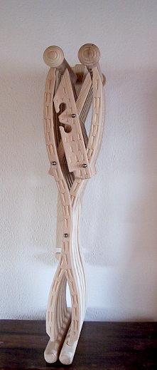 Bild Nr. 3 Scherenstuhl mit Rückenlehne und Dekor