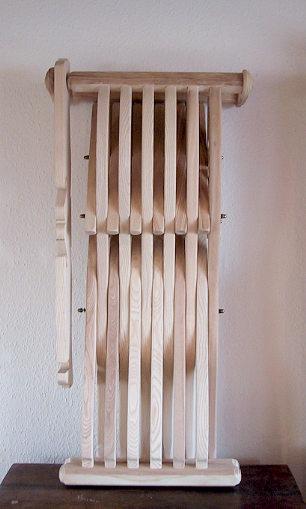 Bild Nr. 4 Scherenstuhl mit Rückenlehne und Dekor