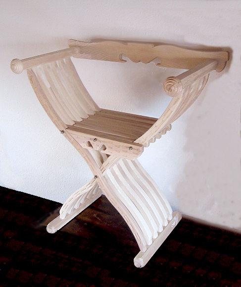 Bild Nr. 5 Scherenstuhl mit Rückenlehne und Dekor