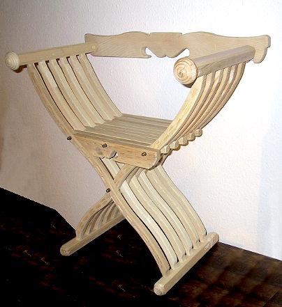 Bild Nr. 6 Scherenstuhl mit Rückenlehne und Dekor