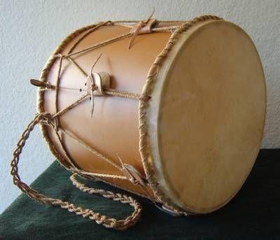 Mittelalterliche Trommel 2 mit Schnarrsaite