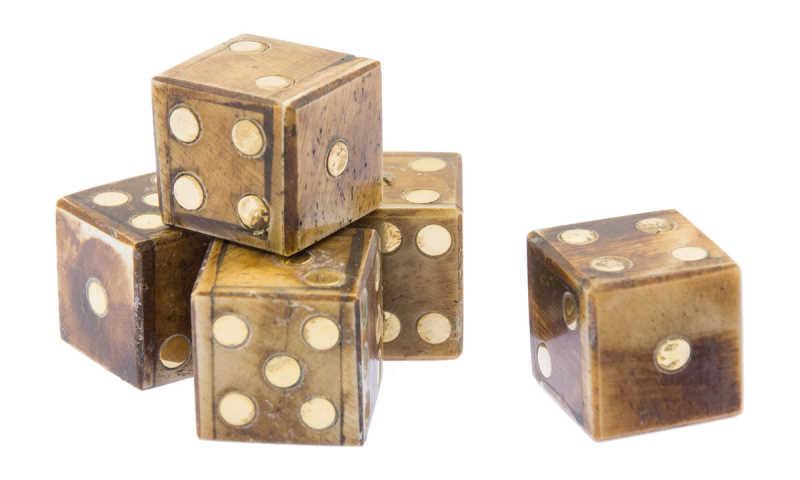 Bild Nr. 4 Knochenwüfel-Set mit Samtbeutel